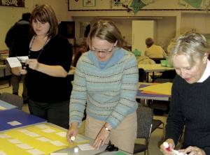 ETFO members creating name tags