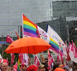 etfo members with flags gathered together at rally