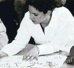 Barbara Schwartz brainstorms with students.